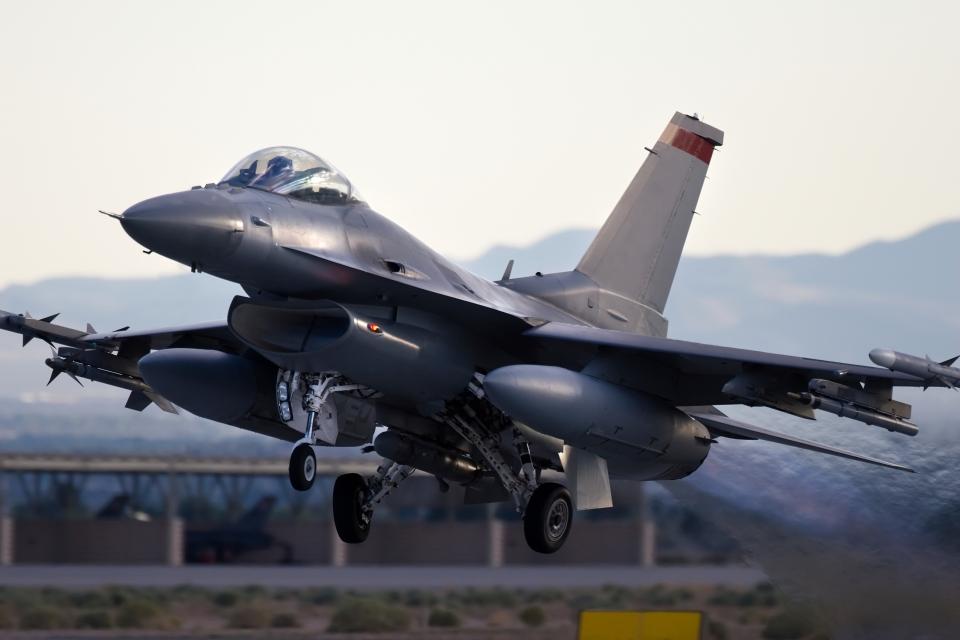 iStock_fighterjet